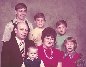 Chet's Family Back Row: Chipper, Rodney, Chet Second Row: Roy & Carol, Daphne Front: Shawn Picture taken 1972